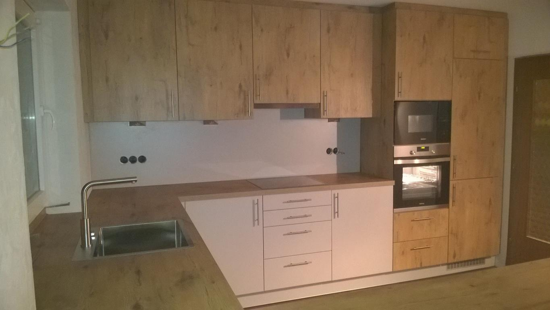 U-Form für eine große Küche mit 2-farbigen Schrankwänden